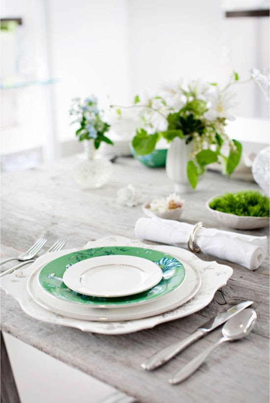 Add simple #green details to your tablescape for a festive touch.