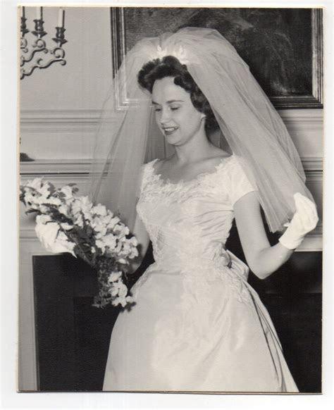 vintage photo pretty bride wedding portrait  nov