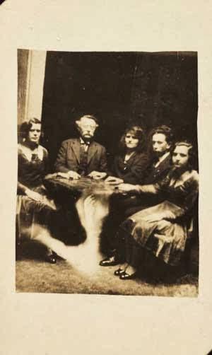 Ternyata sejang zaman kamera masih hitam putih William Hope, Master Sotoshop Hantu Tahun 1905