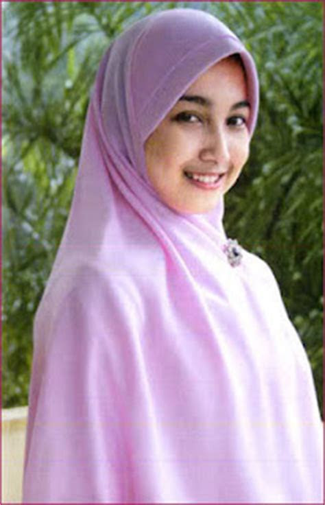 tampil cantik  jilbab