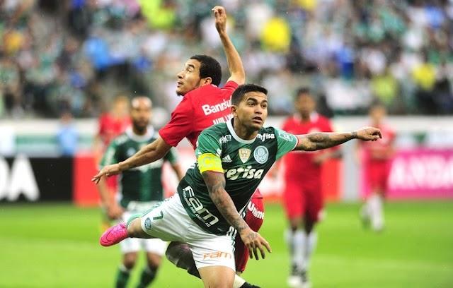 Na base da raça e driblando a chuva, Palmeiras passa pelo Internacional