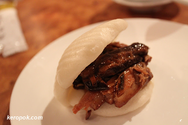 Amazing Braised Pork Roll (金牌一刀肉)