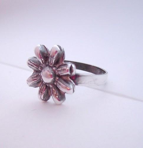 daisy ring side