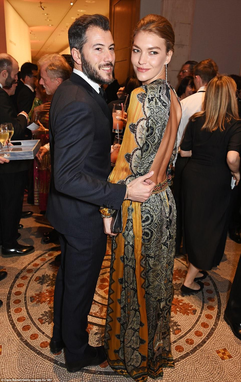 Par perfeito: Modelo Arizona Muse e noiva Boniface Verney Carron assistiu a soiree star-studded