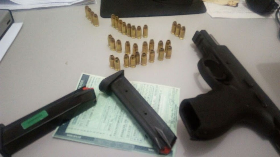 Pistola e munições foram encaminhadas para o Code, na Mangabeiras (Foto: Divulgação/BPTran)
