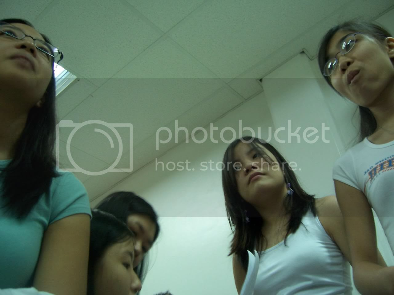 Oooh, another one of those shots I learned from Art Appreciation class. This was when I realized we'll be enrolling like the upperclassmen. I relied too much on things, it seems. Image hosted by Photobucket
