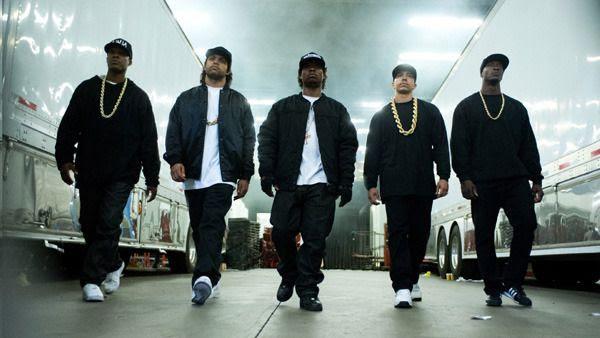 Dr. Dre (Corey Hawkins), Ice Cube (O'Shea Jackson Jr.), Eazy-E (Jason Mitchell), DJ Yella (Neil Brown Jr.) and MC Ren (Aldis Hodge) re-define the rap music genre in STRAIGHT OUTTA COMPTON.