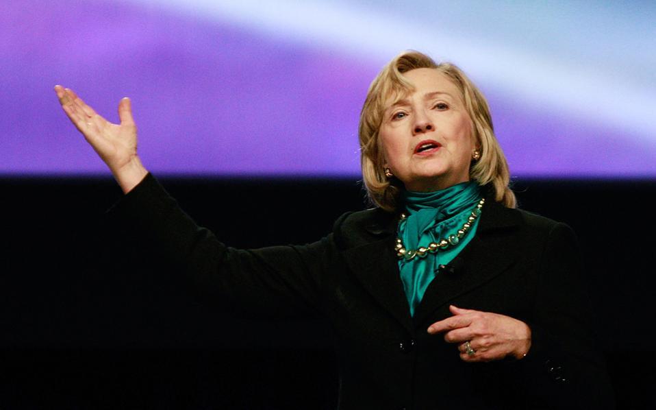 Σύμφωνα με δημοσκόπηση της Washington Post και του ABC, υπάρχει ένα σημαντικό μέρος του εκλογικού ακροατηρίου των Δημοκρατικών που αποδοκιμάζει την πολιτική Ομπάμα, αλλά υποστηρίζουν ταυτόχρονα τη Χίλαρι Κλίντον.
