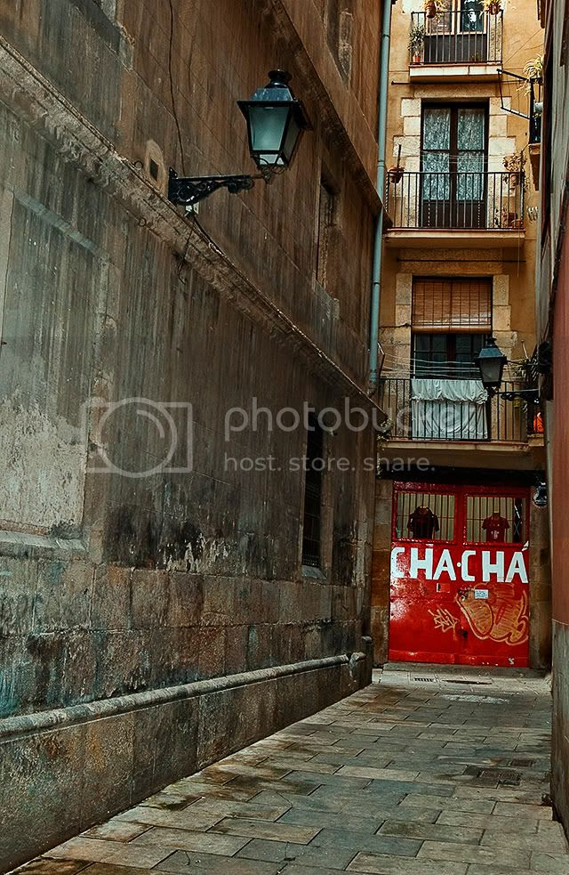 El Born: Narrow Alley with Cha Cha Store [enlarge]