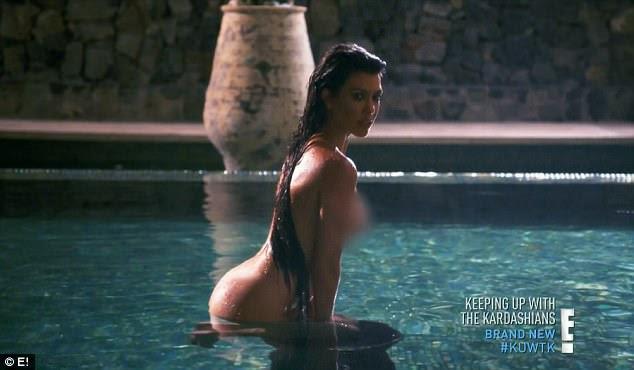 Sua grande estréia: Kourtney Kardashian sizzled em uma sessão de fotos nua capturado em um olhar atrás das cenas na noite de domingo Mantendo-se com o Kardashians