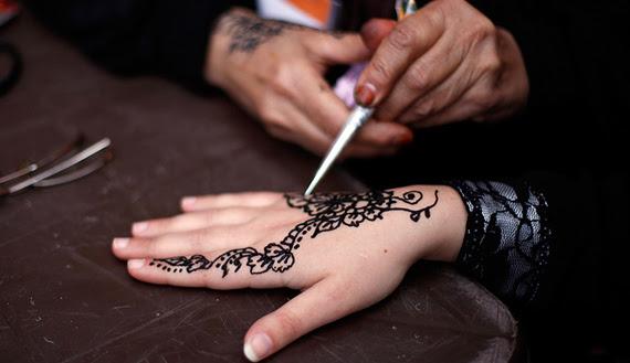 Las Mujeres De Gaza Reviven La Tradición Del Tatuaje De Henna