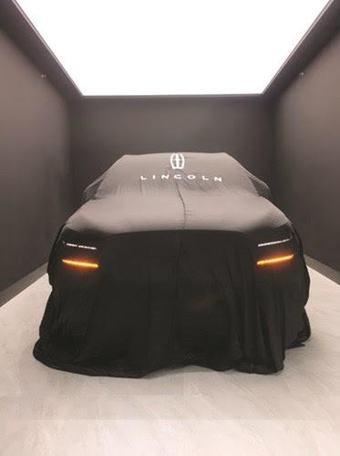سيارة لينكون كورسير 2020 الجديدة الآن في الكويت