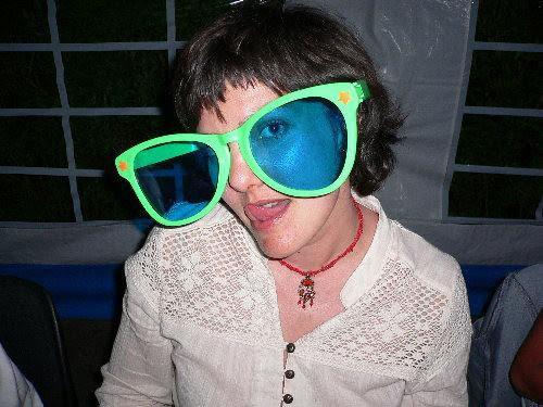 1lone med briller