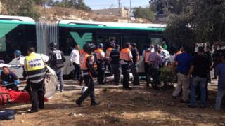 Israeli emergency services personnel at the scene of a stabbing and shooting attack in Jerusalem (13 October 2015)