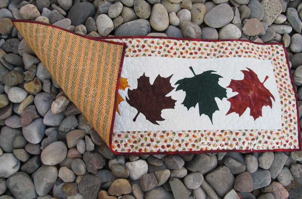 falling leaves table runner (5)