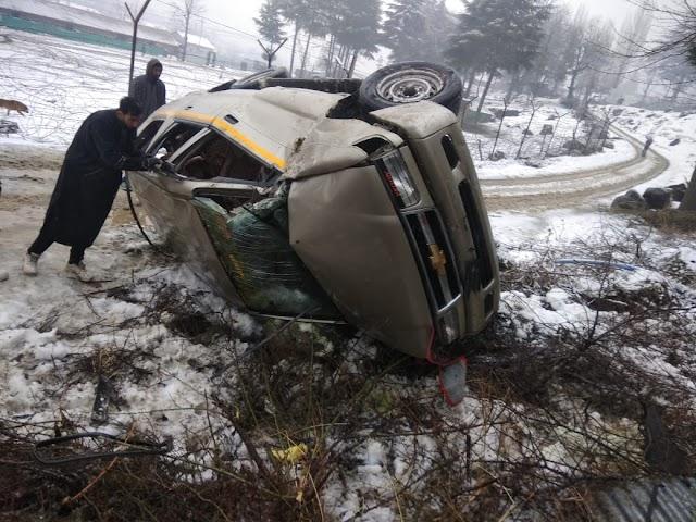 Three Injured As Vehicle Overturns In North Kashmir's Boniyar