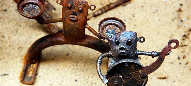 Esculturas feitas com peças de bicicleta
