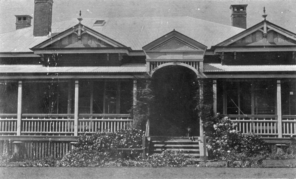 external image StateLibQld_1_83879_Elphin_residence_on_Anzac_Avenue%2C_Toowoomba.jpg