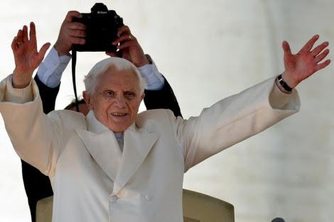Joseph Ratzinger, antes de su renuncia.| Afp
