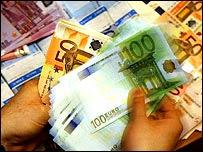 Manos contando euros