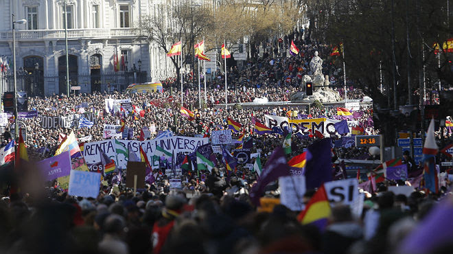 Miles de personas participan en la Marcha del Cambio de Podemos