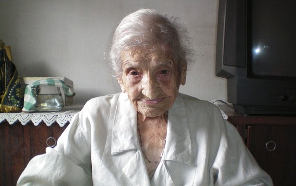 Maria Gomes Valentim, de 114 anos, moradora da cidade de Carangola (MG), foi reconhecida pelo Guinness como pessoa mais velha do mundo. Ela tem 48 dias de vida a mais que a antiga detentora do recorde, a norte-americana Besse Cooper. (Foto: AP)