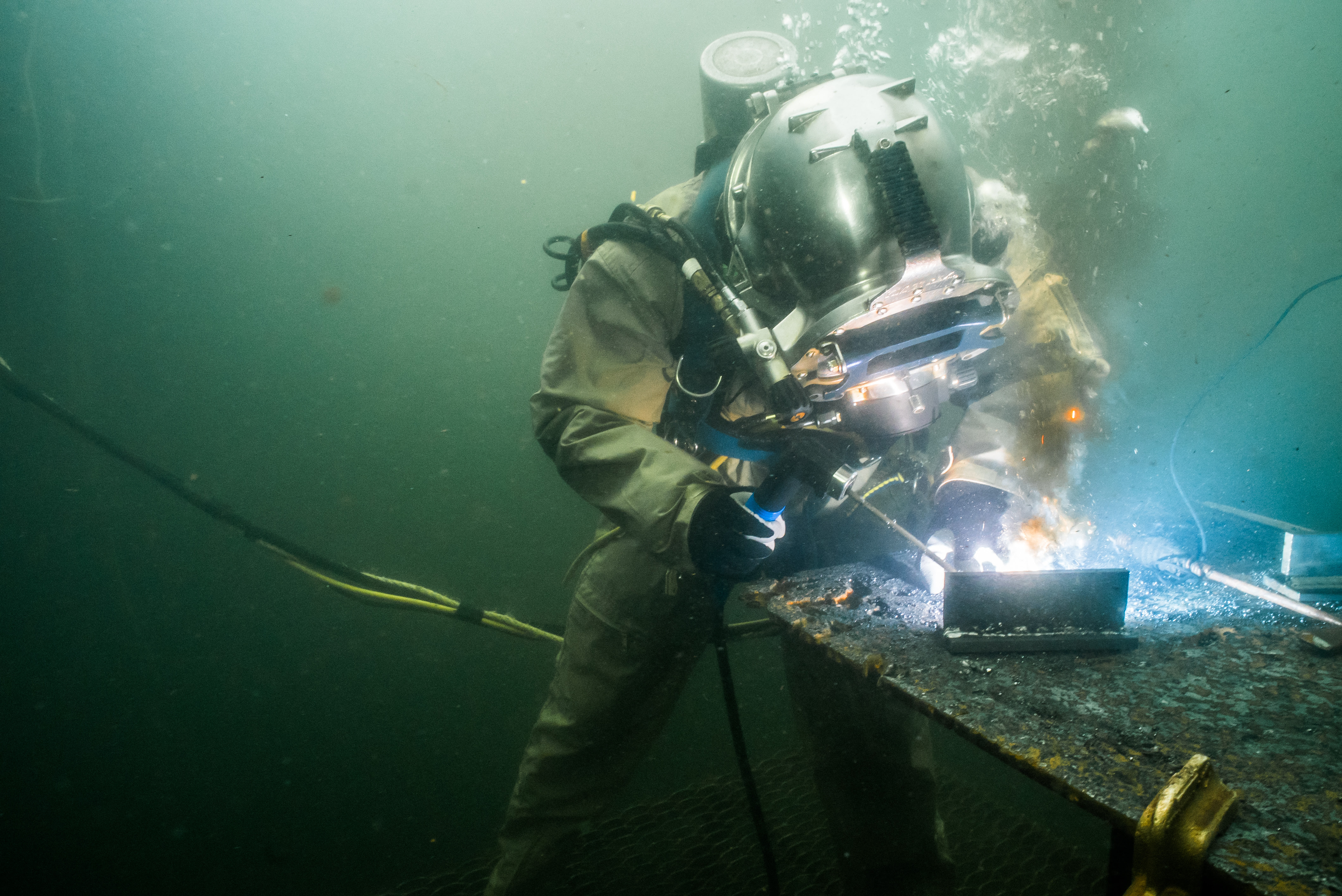 What In The World Is Underwater Welding Divers Institute Of Technology