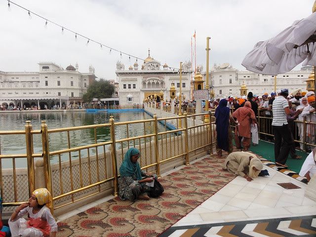 queue from Akal Takht to Golden Temple