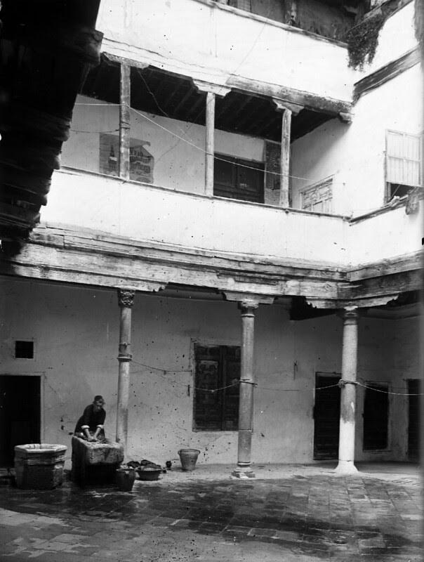 Patio toledano en los años 20. Fotografía de Otto Wünderlich. © Fototeca del Patrimonio Histórico