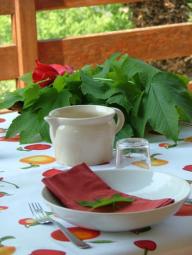 Tablescape red tulips