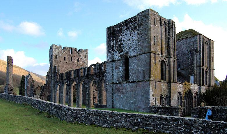http://www.jlb2011.co.uk/walespic/churches/images1/llanthony1d.jpg