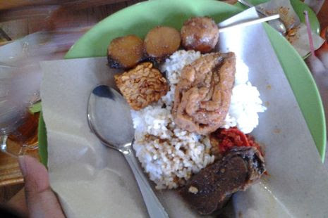 Nasi Jamblang Bu Nur emang maknyus !