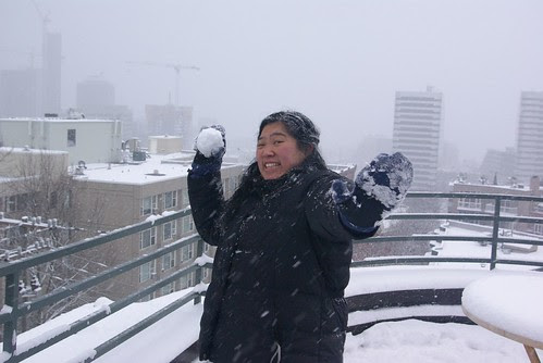 2008-12-18 Snopocalypse Seattle Cathy Snowball (2)
