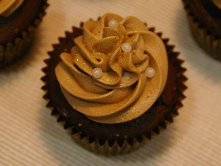 chocolate & buttermilk cupcakes