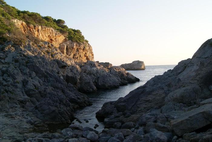 Foto de  CCBE. Sender local de Cala Calella (L'Estartit)