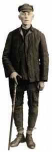 Abaixo, Dom Matulionis com a roupa que usava no campo de trabalhos forçados russo