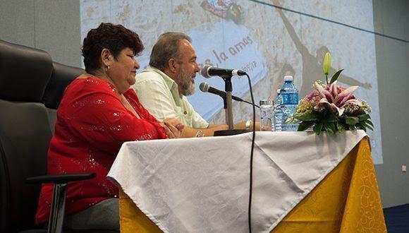 Ministro de Turismo, Manuel Marrero, preside junto a la delegada del Mintur en Varadero encuentro sobre inicio de temporada alta 2017. Foto: Leysi Rubio / Cubadebate