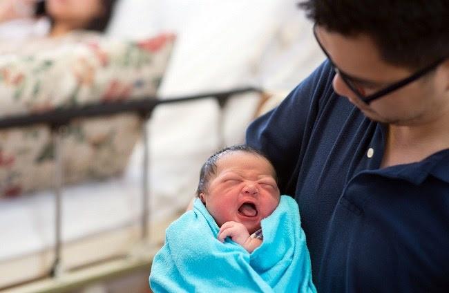 belajar merawat bayi baru lahir bagi pasangan muda - alodokter