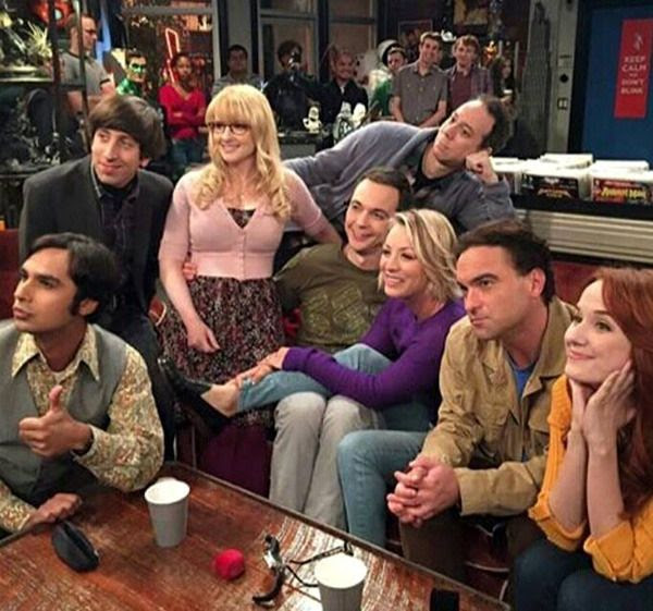The main cast of THE BIG BANG THEORY pose for a group photo after filming a scene for Episode 9.4: 'The 2003 Approximation' (Original Air Date: October 12, 2015).