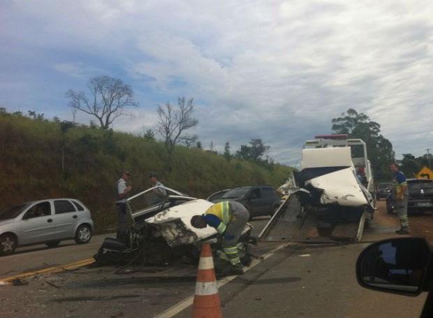 Acidente na Oswaldo Cruz terminou em duas mortes na madrugada deste domingo (12) (Foto: Flávia Guedes/Arquivo Pessoal)