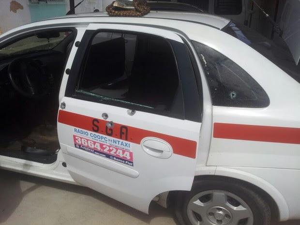 Táxi foi atingido por vários disparos durante a ação (Foto: Antônio Netto/ Inter TV Cabugi)