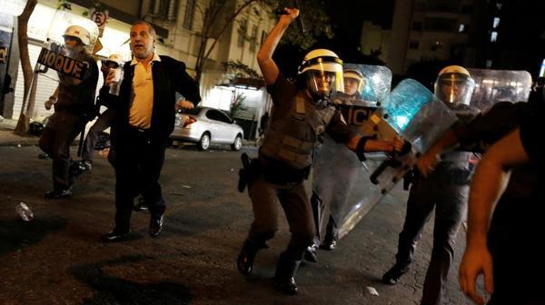 Hubo enfrentamientos y corridas (Reuters)
