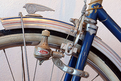 Dynamo mounted on fork of Rabeneick