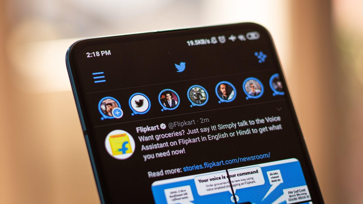You Can Finally Stop Changing Twitter From Light to Dark Mode Yourself