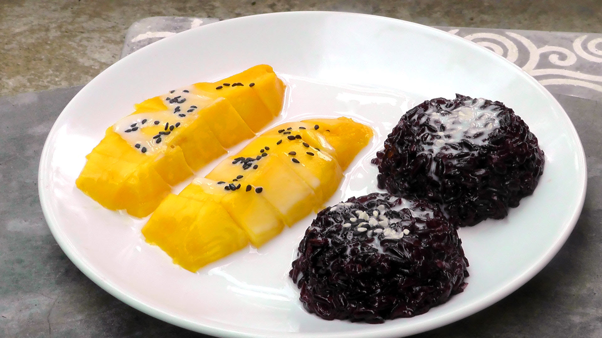Thai black Sticky Rice with Mango - International Vegan