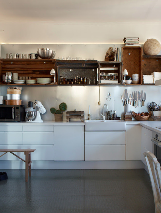 Apple crates as kitchen shelves. Nice. - Decorator's Notebook