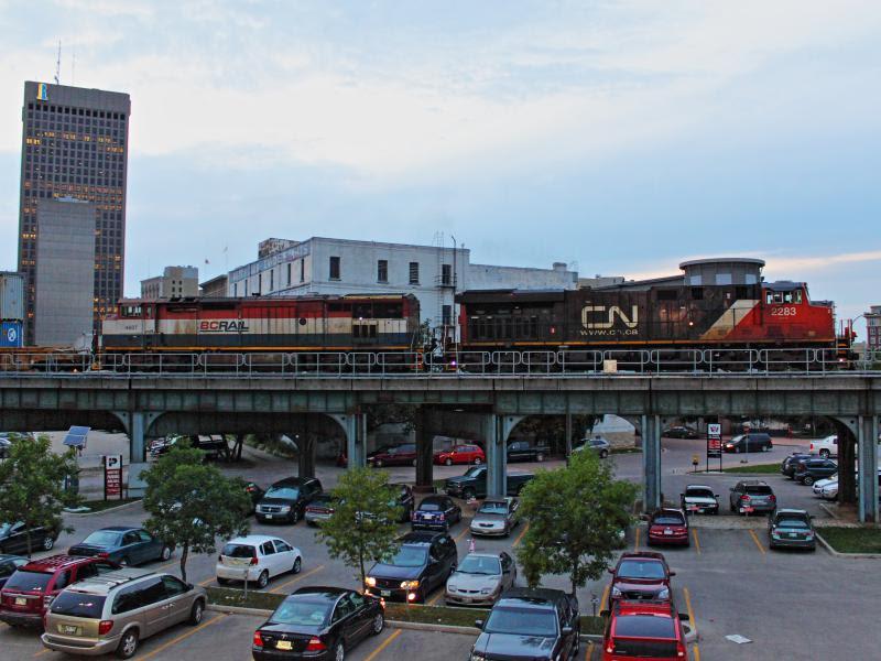 CN 2283 in BCOL 4607 in Winnipeg