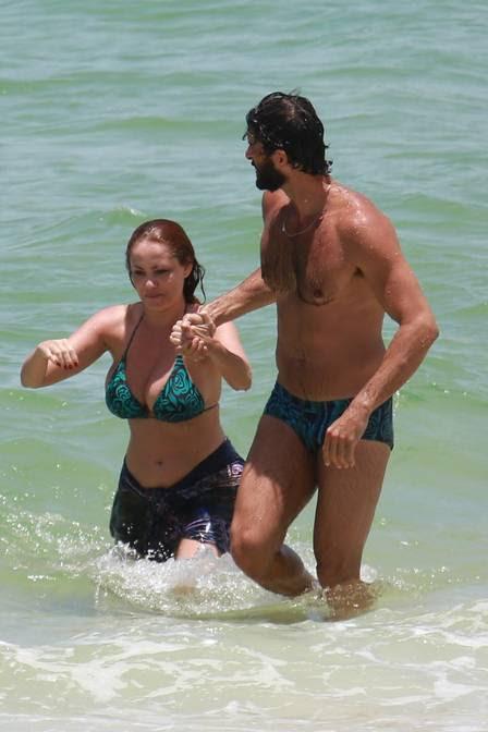 Guilherme Chelucci dá uma ajudinha a Ellen Rocche