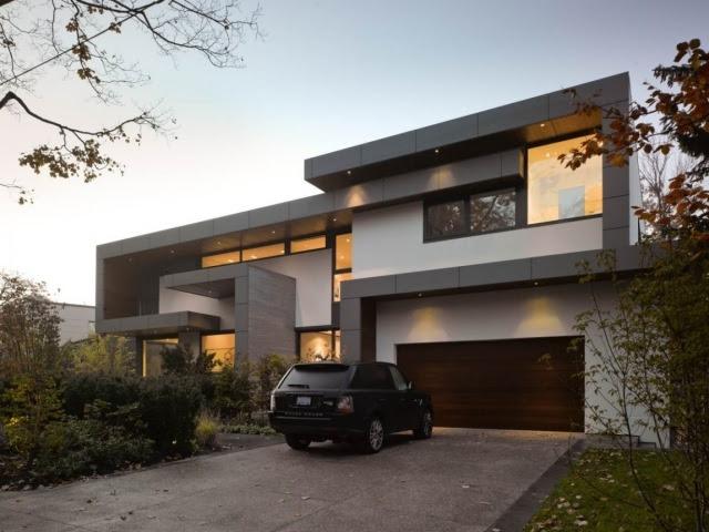 Ein modernes Einfamilienhaus balanciert Privatsph\u00e4re und