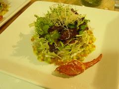La trufa en la Gastronomía del Balneario Ensalada de bogavante de Papardelle con trufa negra, puerro frito y salpicón de mango, tomate, pimientos y cebollino.